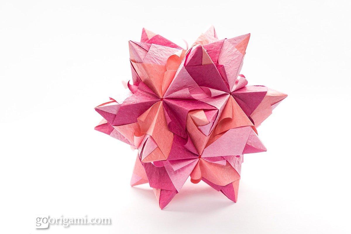 60° Origami Star by Maria Sinayskaya